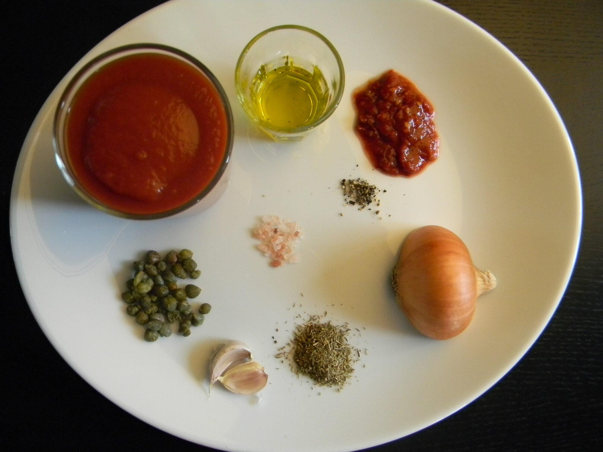 Ingredienser til en nem og lækker tomatsovs