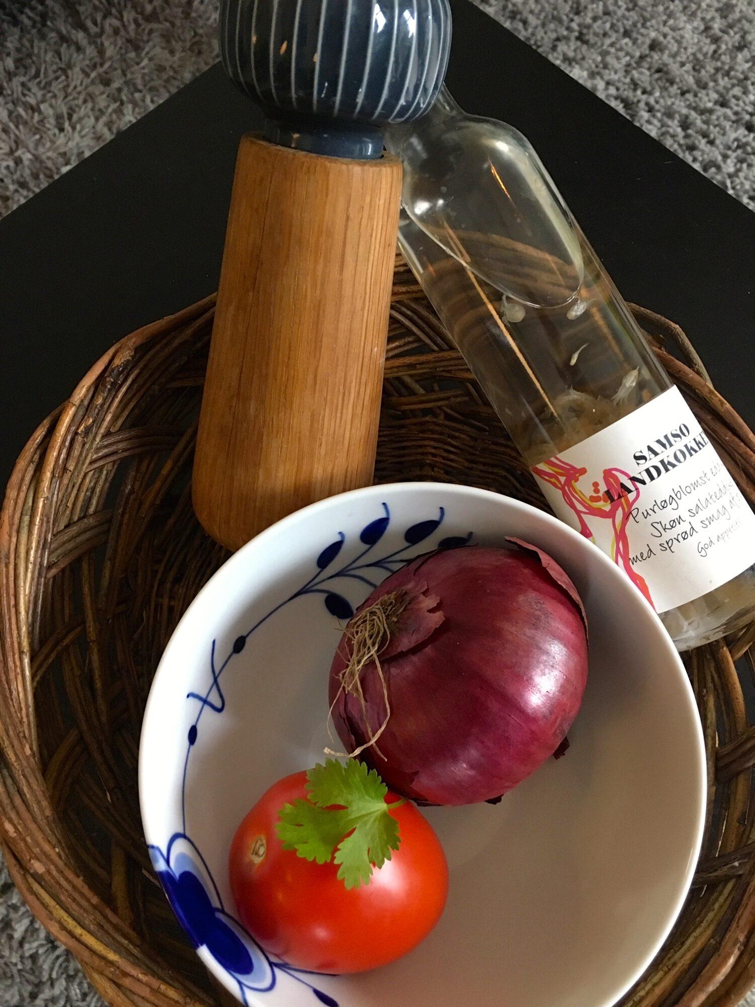 Indisk salat med løg og tomat