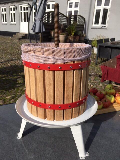 Æblepresser klar til brug