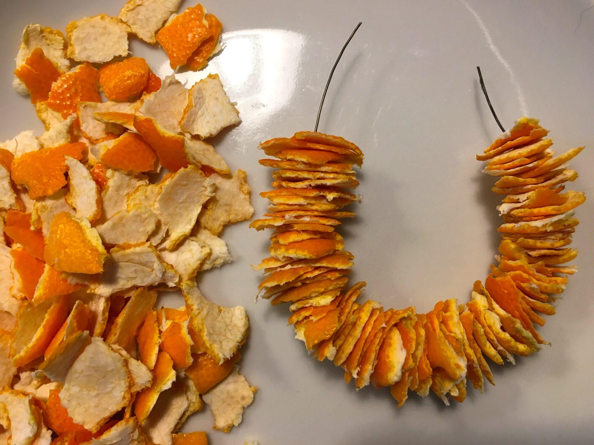 Julepynt at clementinskræl - Næsten færdig