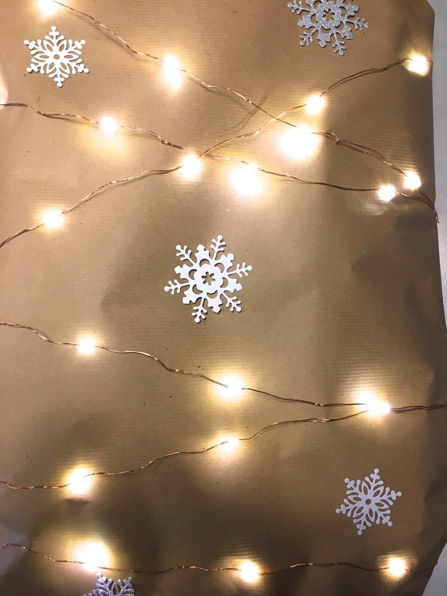 Stor julegave med lys og iskrystaller