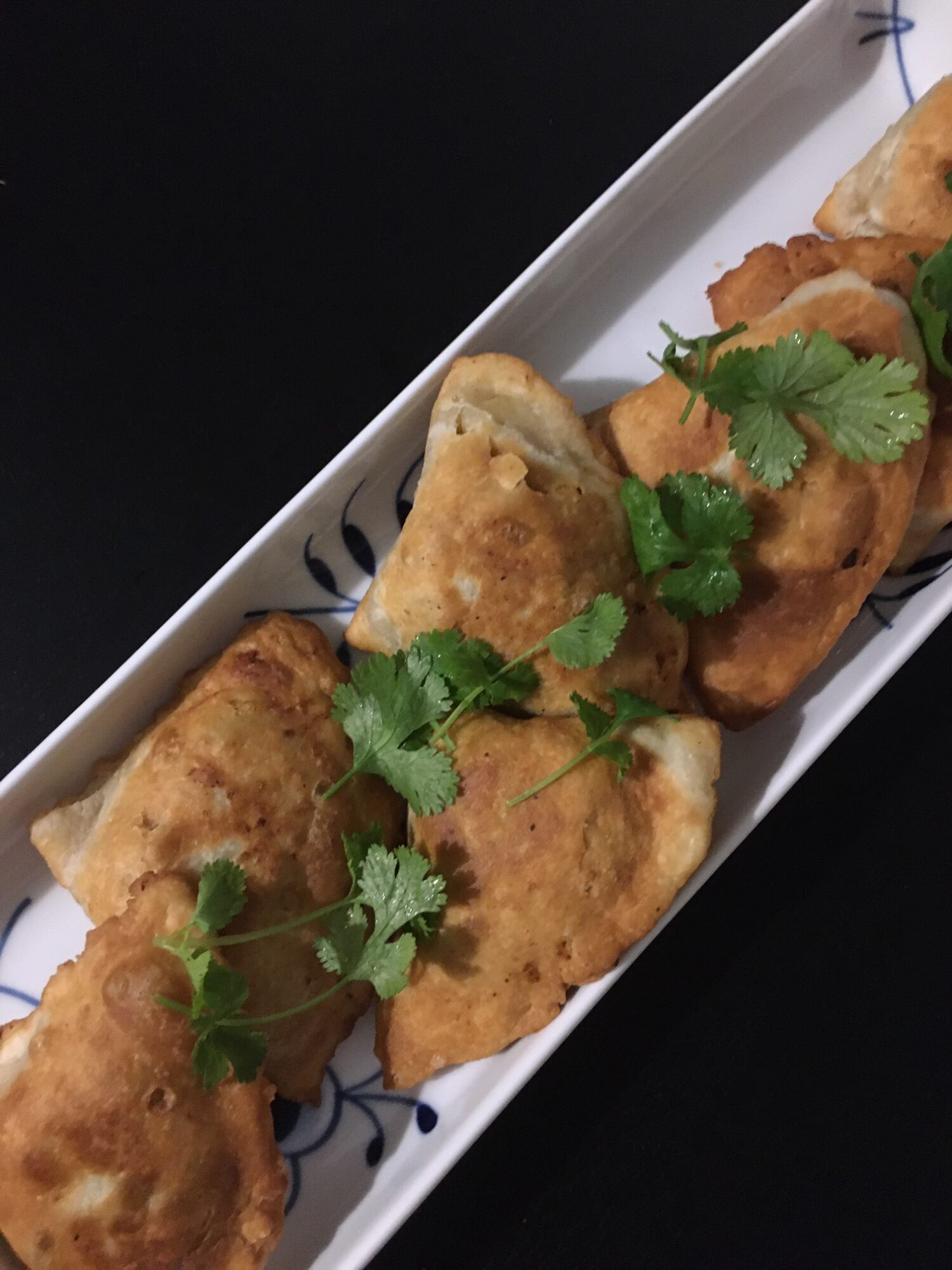 Sprøde samosas med kartofler og ærter