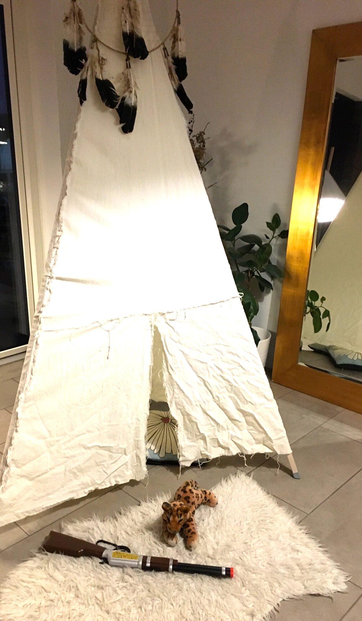 100 aktiviteter for børn og barnelige sjæle  - telt i stuen