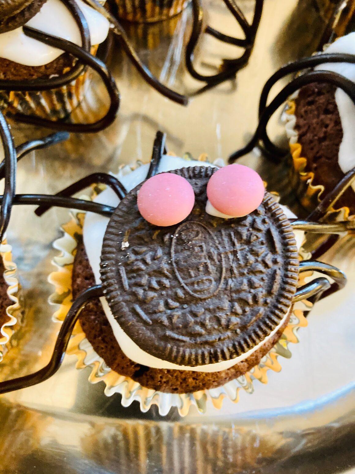 Halloween muffin med edderkop